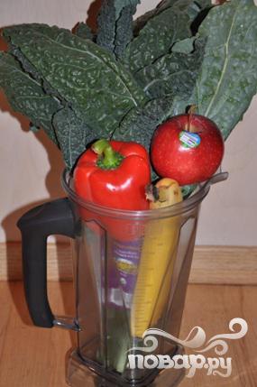 Рецепт Витаминного напитка из сладкого перца, кинзы и яблока.