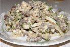 Салат из куриных сердечек с грибами