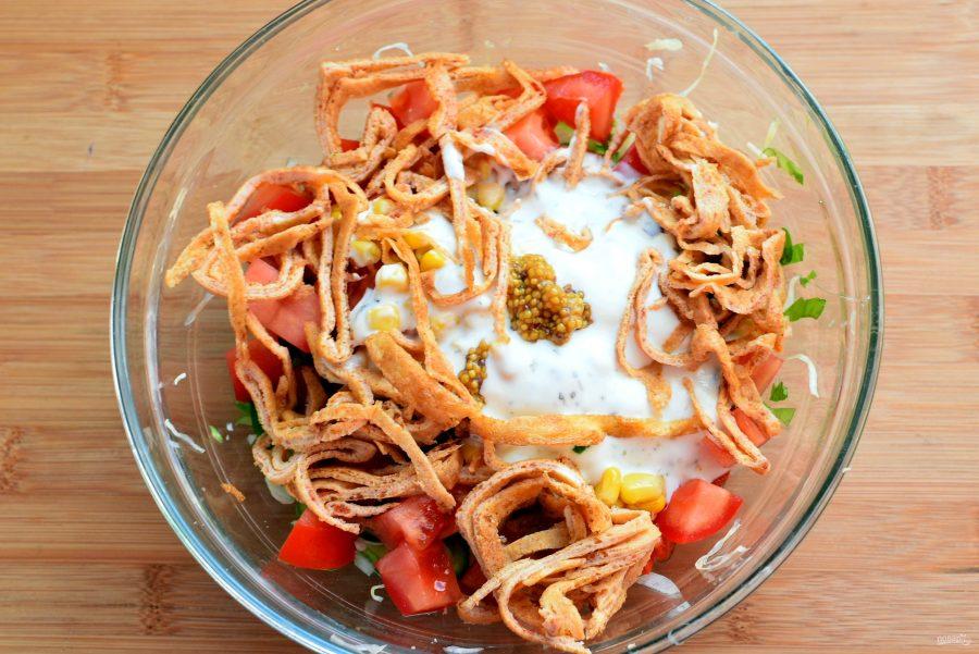 Овощной салат с яичными блинчиками