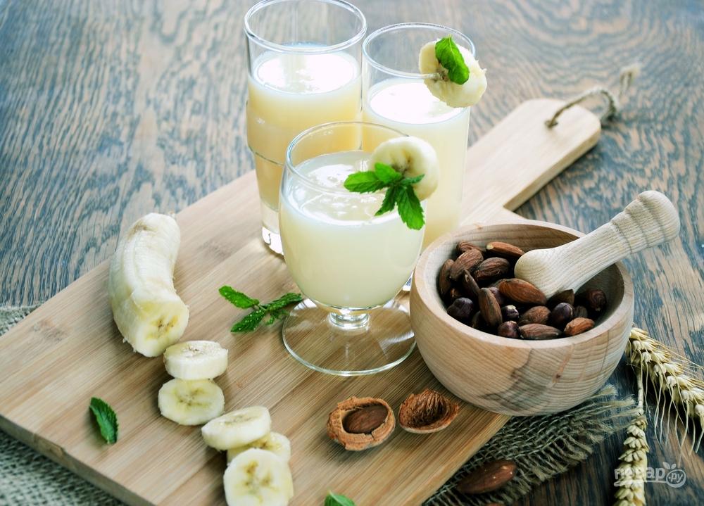 Банановый смузи с миндальным молоком