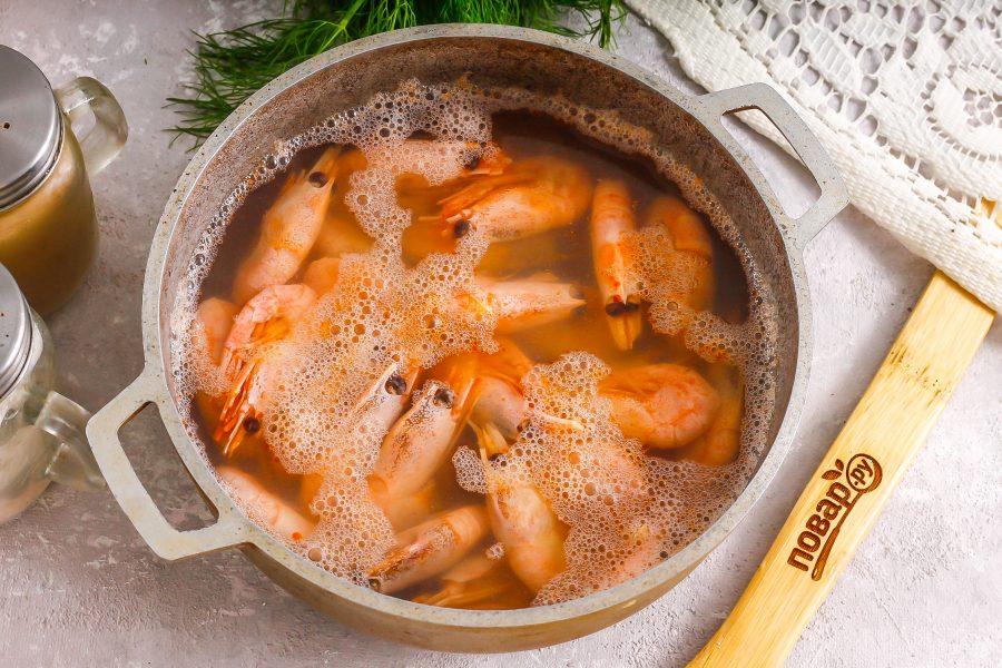 Салат с креветками и соевым соусом