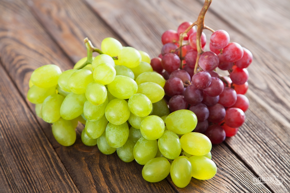 В Испании в новогоднюю ночь едят виноград.