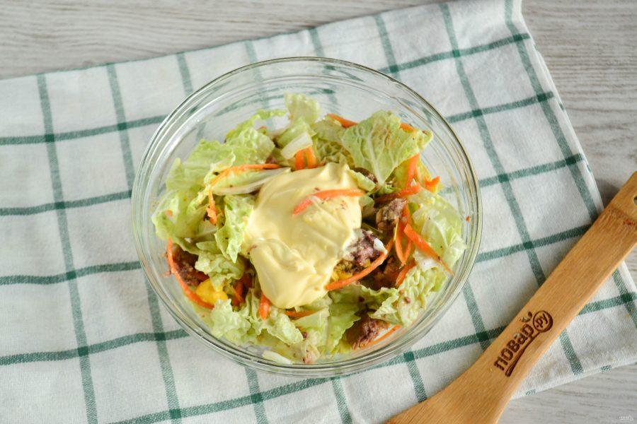 Салат с пекинской капустой и сайрой