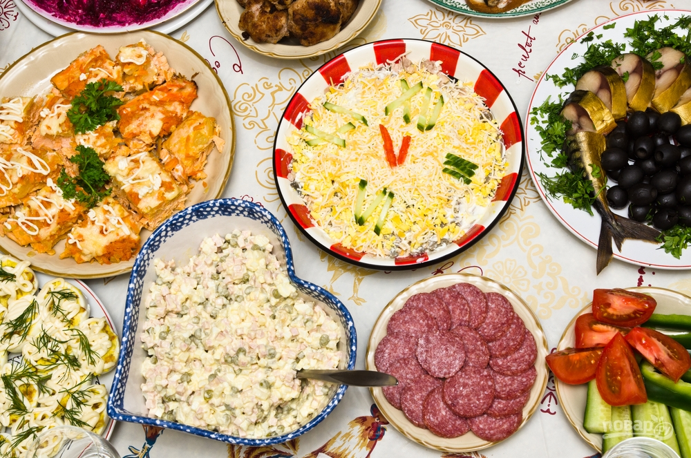 В новогоднем меню - салаты и горячее