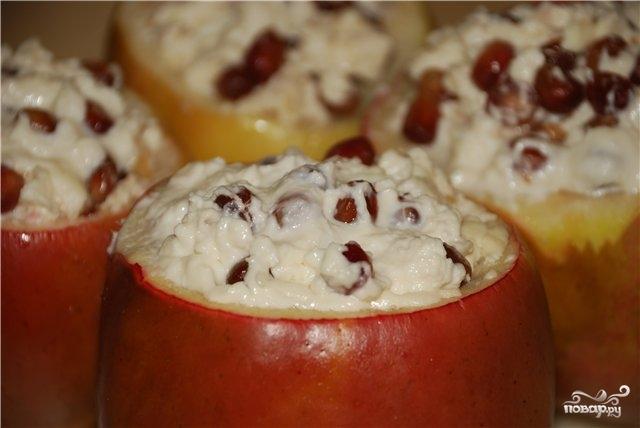 Яблоки с творогом в мультиварке