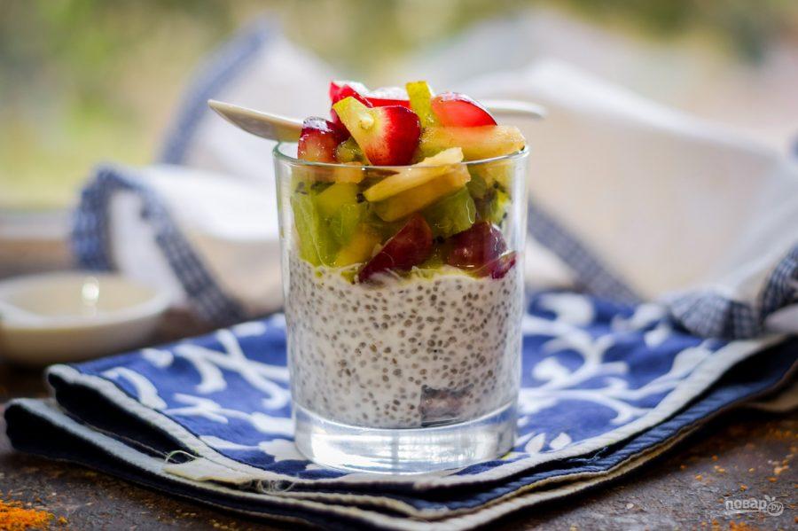 Йогурт с чиа и фруктами