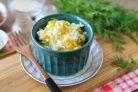 Салат с рисом и яйцом