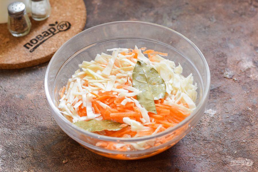 Салат из маринованной капусты с морковью