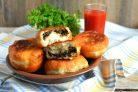 Пирожки с баклажанами, грибами и мясом
