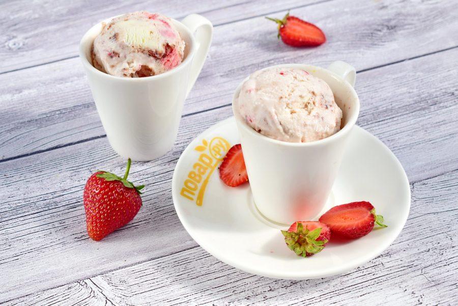 Мороженое с клубникой без перемешивания