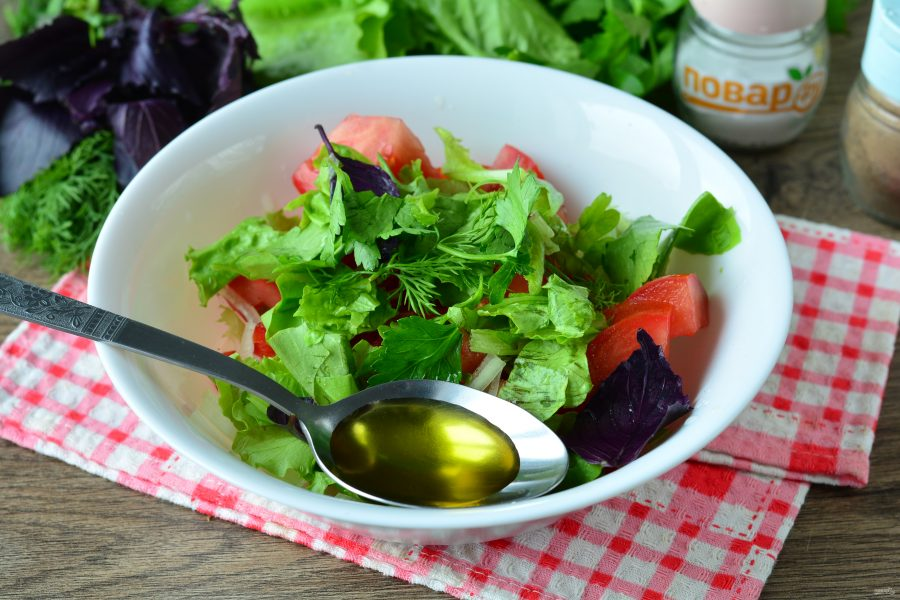 Острый салат с помидорами и перцем чили