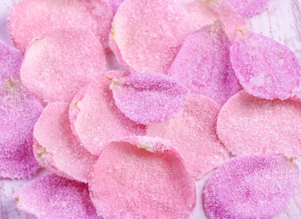 Засахаренные лепестки роз