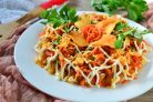 Салат с кукурузой и чипсами