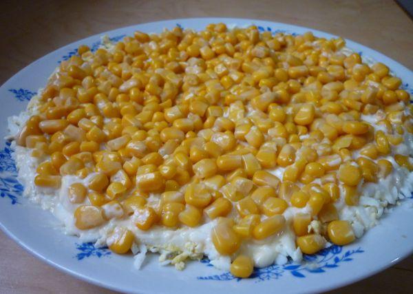 Салат с горбушей и сыром