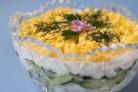Салат из курицы новогодний с огурцом и черносливом