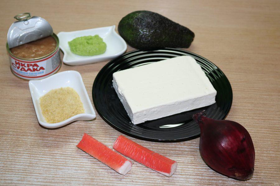 Острая шуба из авокадо с начинкой из крабовых палочек