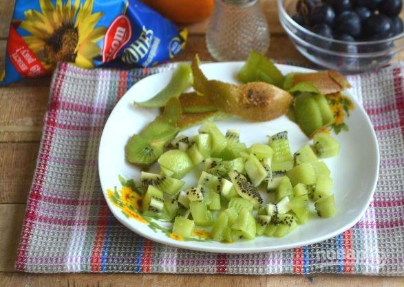 Салат с курицей, авокадо и киви
