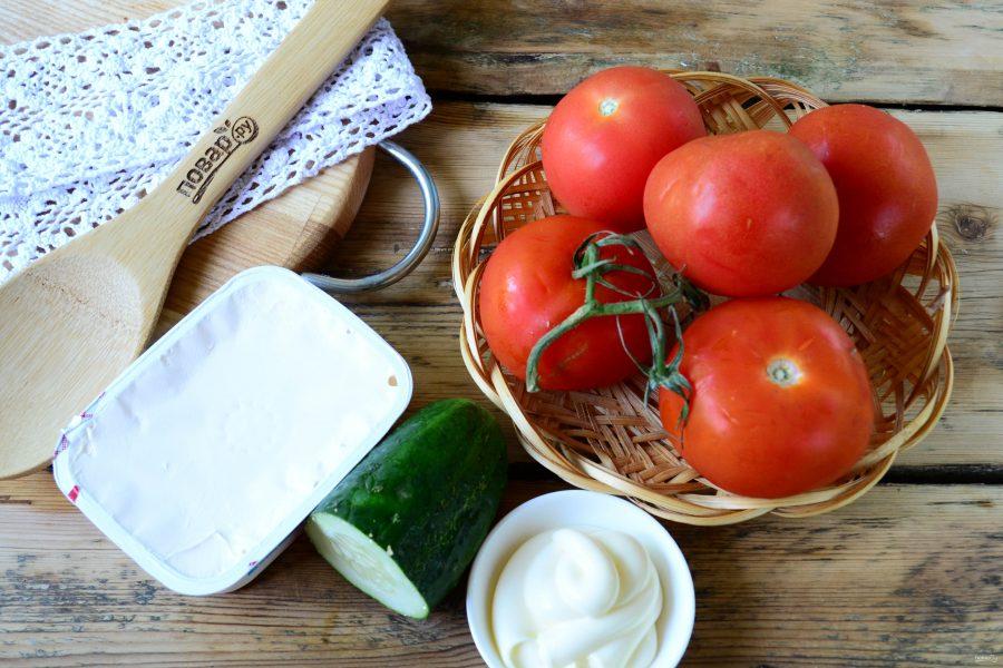 Помидоры, фаршированные сыром и огурцами