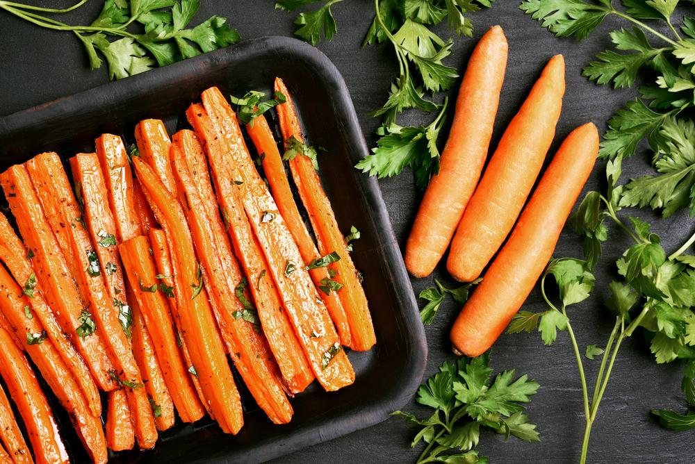 Запеченная морковь с зеленью