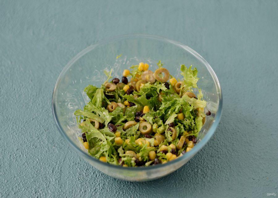 Салат с кукурузой и оливками