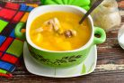 Суп с мясом и зеленым горошком