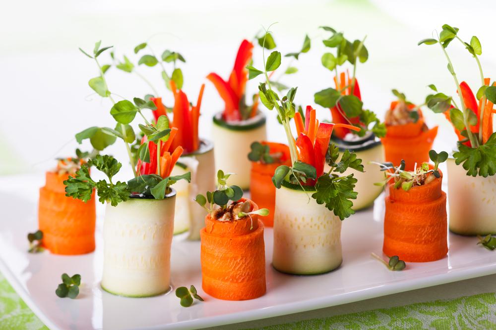 Фаршированные сыром роллы из цукини и моркови