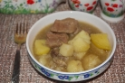 Картошка, тушенная с мясом и шампиньонами