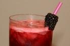Алкогольный напиток с ежевикой