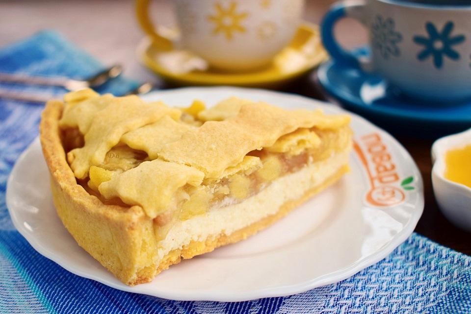 Пирог-чизкейк с яблоками