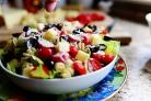 Салат с макаронами и помидорами