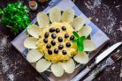 Салат Подсолнух с ананасами