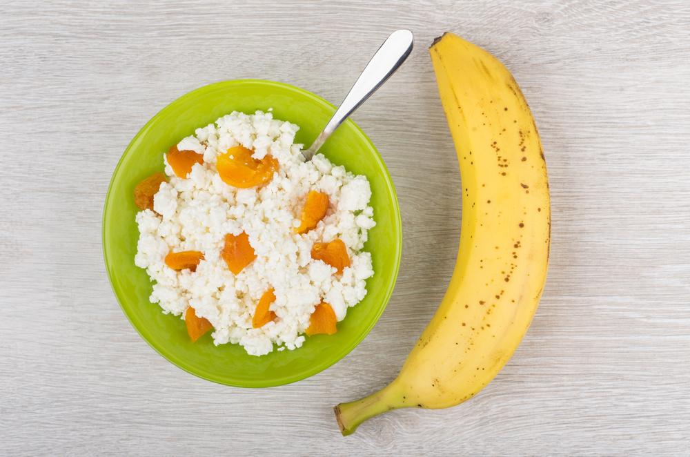 Творог с фруктами и сухофруктами