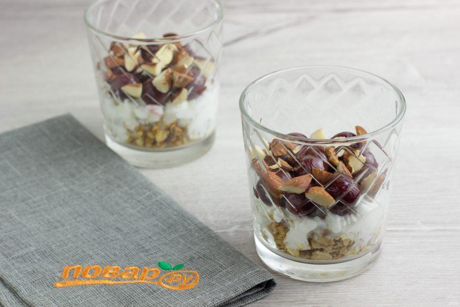 Творожный десерт с вишней