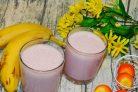 Молочный коктейль с малиной и бананом