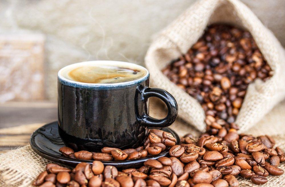 Настоящий кофе в чашке с пенкой