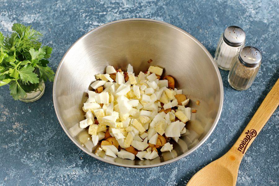 Салат из консервированных шампиньонов