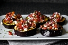Запеченные баклажаны с рикоттой, помидорами и луком