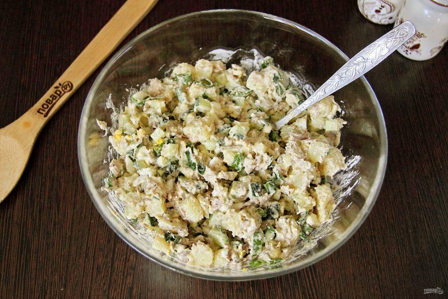 Салат из рыбных консервов с огурцом