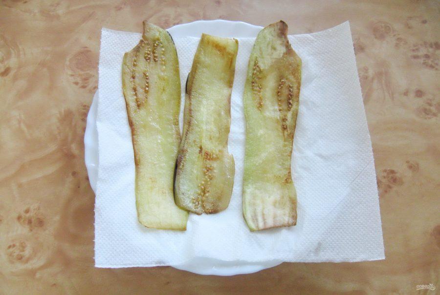 Рулетики из баклажанов с шампиньонами и сыром