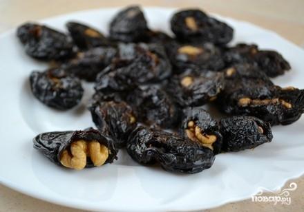 Десерт с черносливом и грецкими орехами