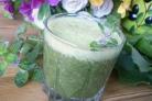 Зеленый коктейль с персиком