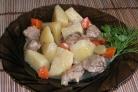 Картофель, тушенный с мясом в мультиварке