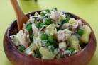 Порционный салат с курицей и ананасом