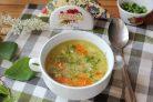 Весенний суп с яйцом и горошком