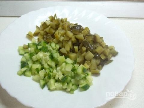 """Салат """"Оливье"""" с копченой курицей и креветками"""