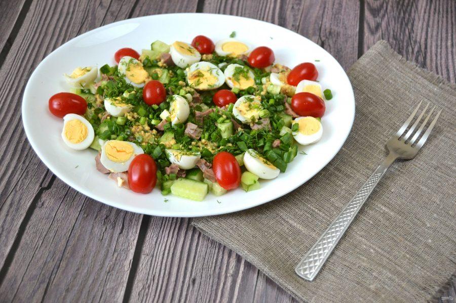 Салат из консервы, свежих огурцов и перепелиных яиц