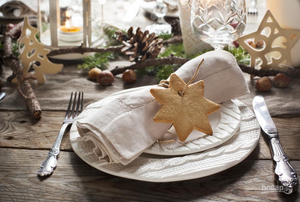 Декор новогоднего стола: льняные салфетки