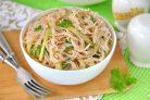 Салат из фунчозы с соевым соусом