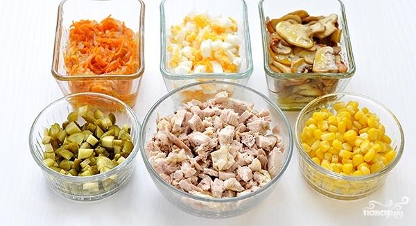 Салат из индейки с солеными огурцами