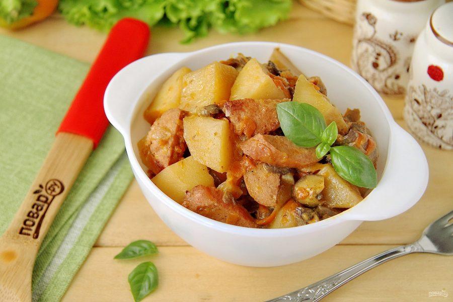 Рагу с грибами, овощами и колбасой